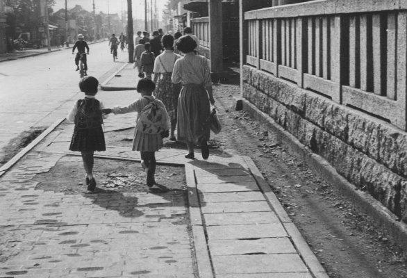 八坂神社前の通り 1956