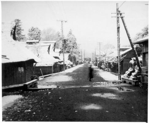 雪景色の旧甲州街道と横町 昭和20年代初頭