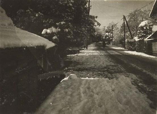 雪の日の宝泉寺脇旧甲州街道 195?