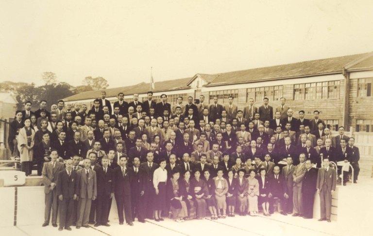 日野小学校創立80周年記念プール完成記念写真 1953