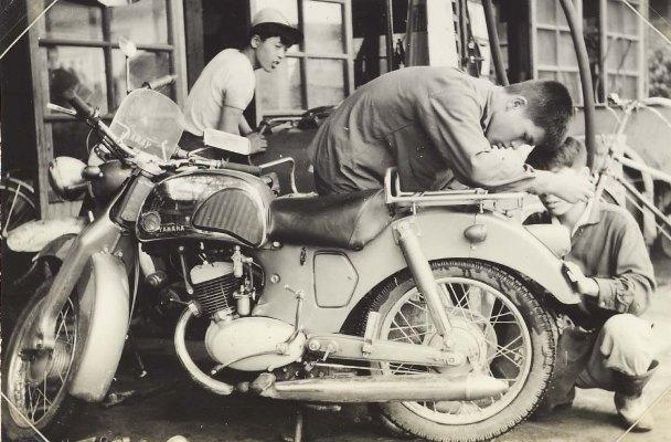馬場商会 1959頃(2)オートバイ修理