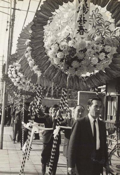 馬場岩松氏葬儀 1967 (1)花輪の列