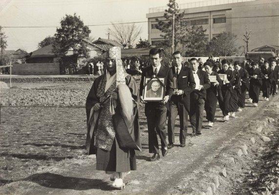 馬場岩松氏葬儀 1967(3)大昌寺参道