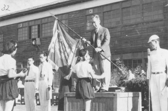 日野小学校秋季大運動会 1951(3)優勝旗返還