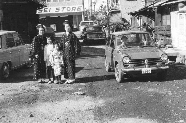 理容やまもと前 - SINSEI STORE 1968