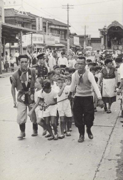 八坂神社の祭り 1955(2)仲町子ども山車 ‐ 森町消防小屋付近