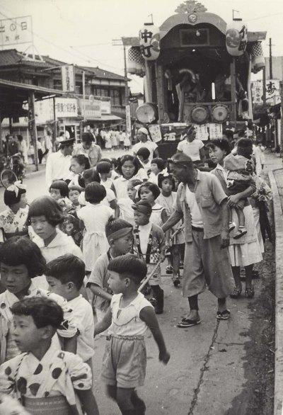八坂神社の祭り 1955(4)仲町子ども山車 - 森町消防小屋付近