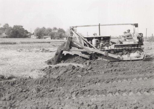 一中敷地の整地 - 進駐軍のブルドーザーで 1955