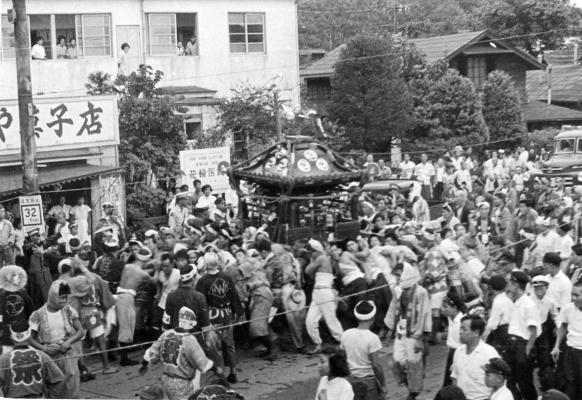 八坂神社の祭り 1955(2)花輪医院前 -森町-