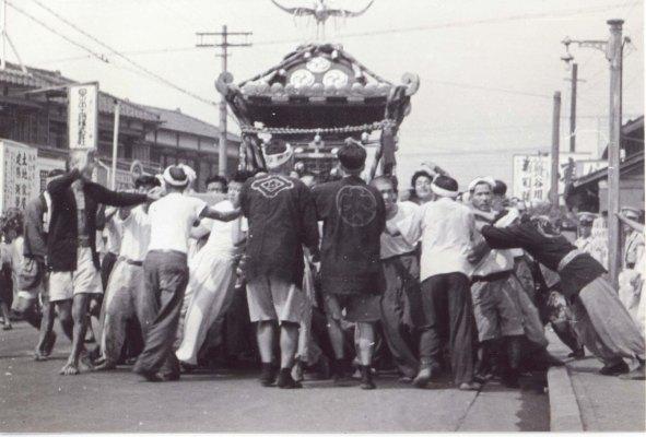 八坂神社の祭り 1955 ‐ 森町付近