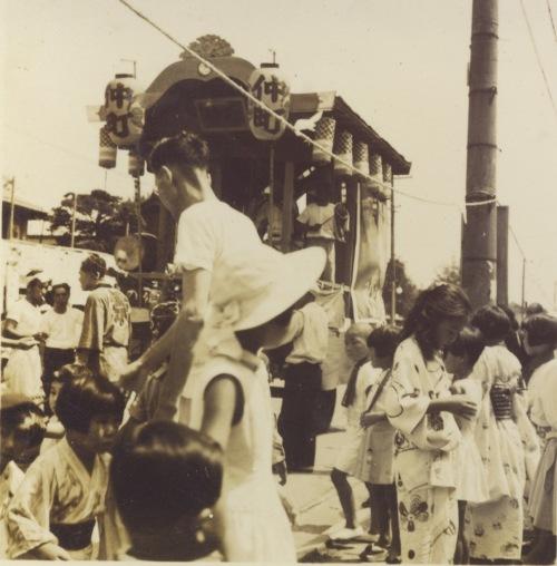 八坂神社の祭り 1957(2) 仲町山車 - 中島ふとん店前付近