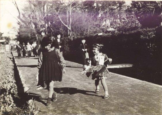 通学風景 ‐ 八坂神社裏 1955頃