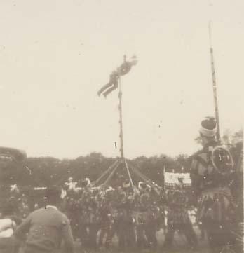 日野ヂーゼル仮装行列 1956(3)はしご乗り