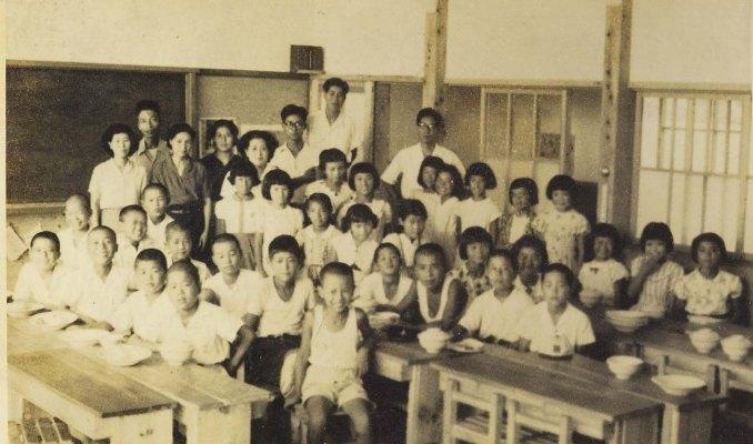 日野小学校5年生‐学校ホテル 1952(1)教室
