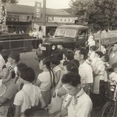 甲州街道北側 1951頃 - 伊藤書店付近