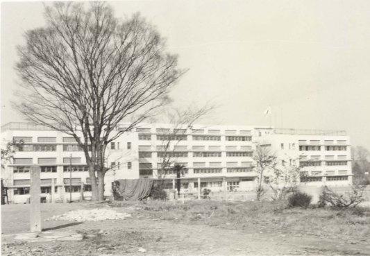 旧一中跡地から一中新校舎を望む 1963頃