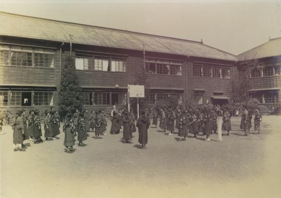 日野尋常高等小学校卒業記念写真 1929(4)授業中