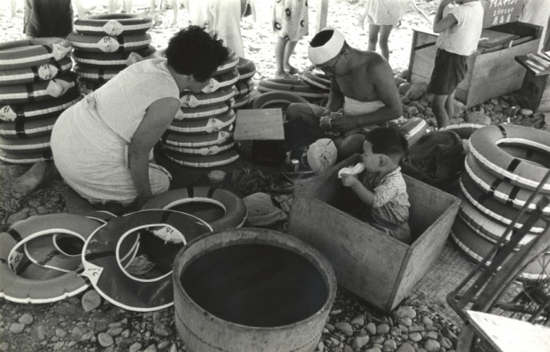 川遊び ‐ 浮き輪貸し 昭和30年代