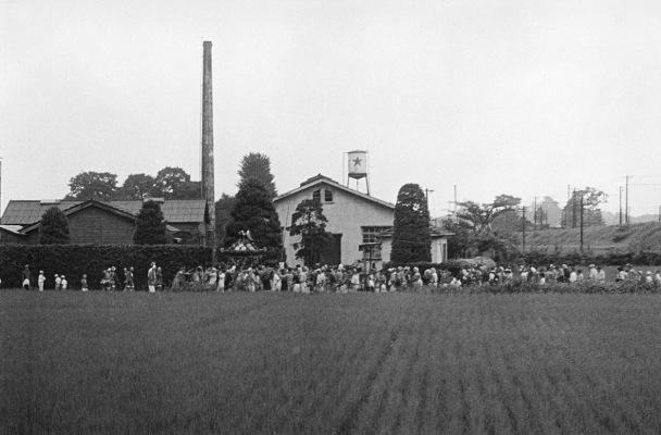 八坂神社の祭り 1955(8)宮神輿 - 東光寺道藤野缶詰工場付近