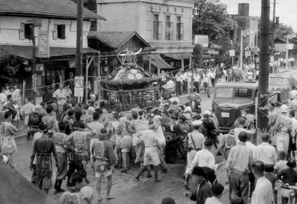 八坂神社の祭り - 宮神輿 - 森屋前 昭和20年代前半