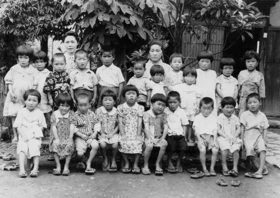 成就院託児所 1942