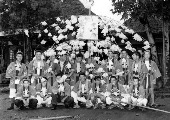 八坂神社の祭り 1958 - 東光寺青年 ‐ 東光寺薬師堂前