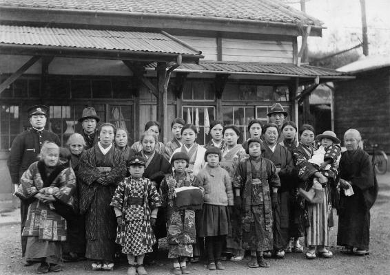 天野清子さんの渡台記念 1936 - 日野停車場にて