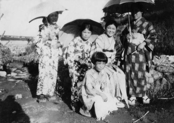 四ツ谷青年部女子 - 多摩川四ツ谷下 昭和初期