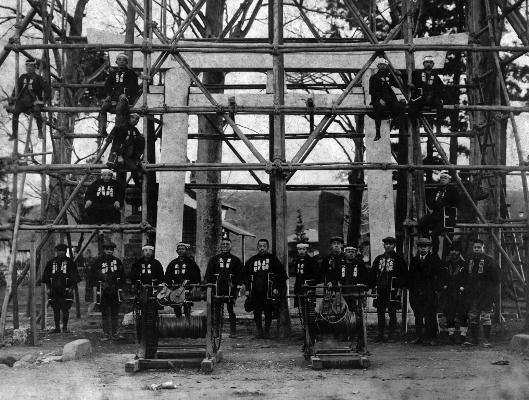 八坂神社の鳥居を震災後修理 1923