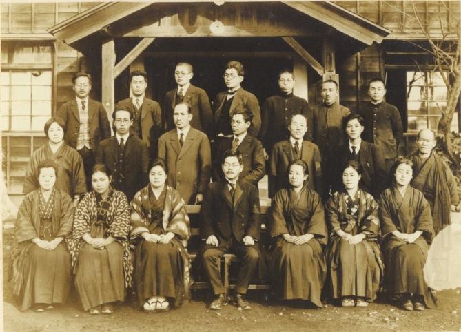 日野尋常高等小学校卒業記念写真 1927(1)教職員