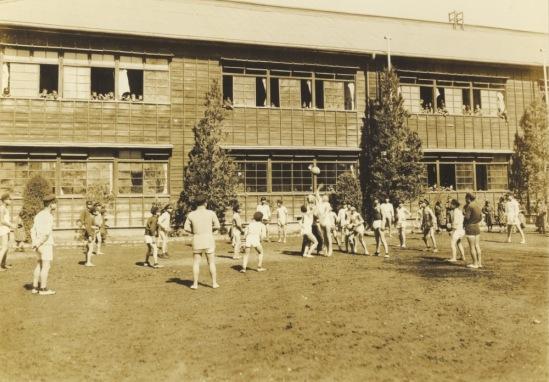 日野尋常高等小学校卒業記念写真 1927(4)男組体育
