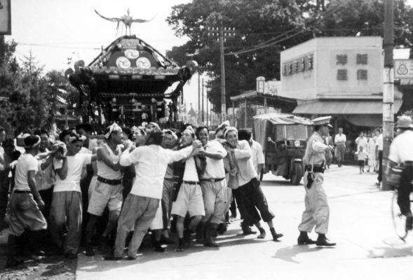 八坂神社の祭り 1954(4)宮神輿の還御