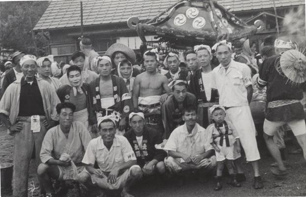 八坂神社の祭り 1955(19)宮神輿 - 旧日野駅休み場