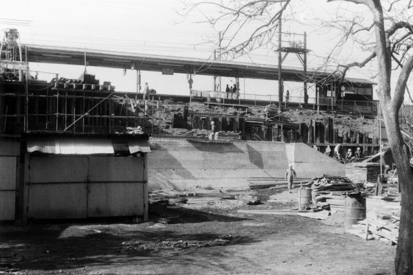 日野駅新昇降口建設工事 1976頃