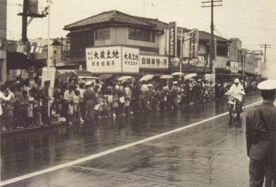 東京オリンピック 聖火リレー 1964(7)現日野駅前東交差点付近