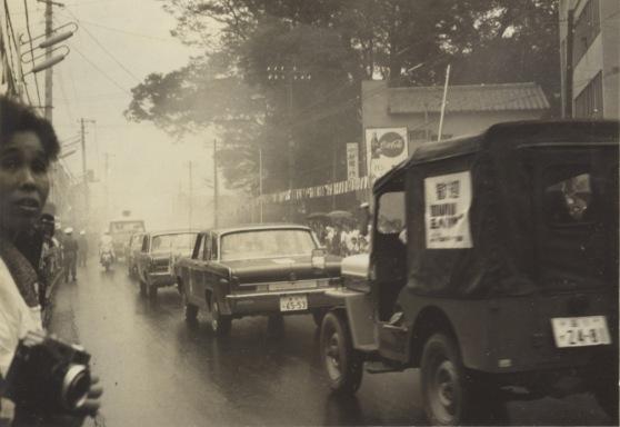 東京オリンピック 聖火リレー 1964(8)花輪医院前