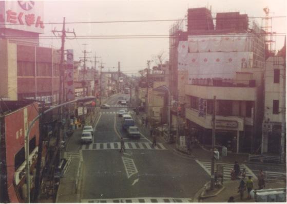 日野駅ホームから甲州街道東方面を望む 1978