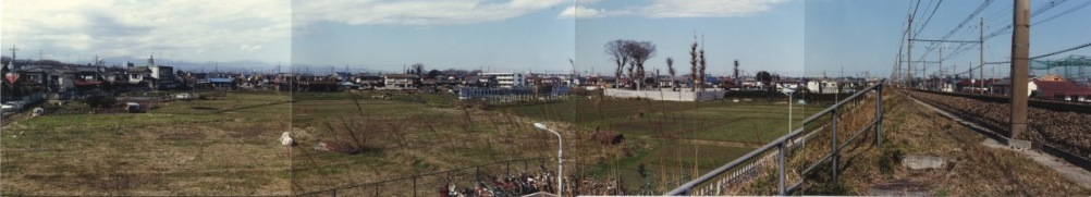 日野駅北線路脇土手上より西側田園地帯を望む 1990