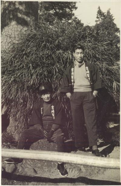 高幡不動尊の旗かけの松 1955