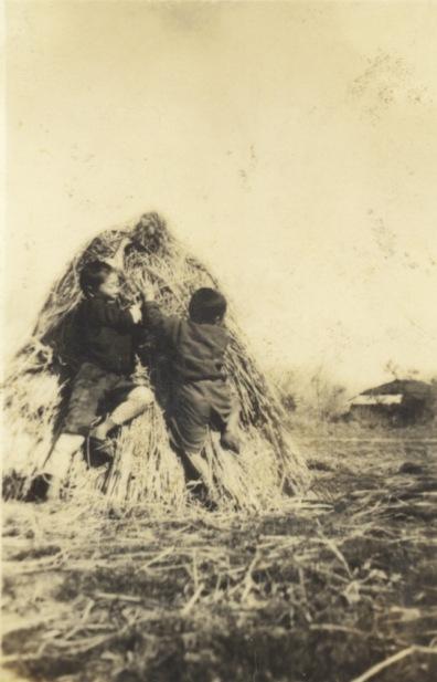 稲村と子どもたち 昭和10年代中頃