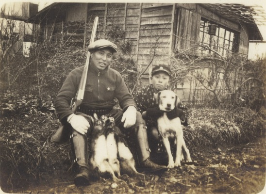狩猟 1936 ‐ 兄弟・愛犬・ウサギ