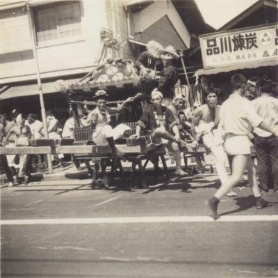 八坂神社の祭り ‐ 宮神輿 ‐ 森屋前 昭和20年代中頃か