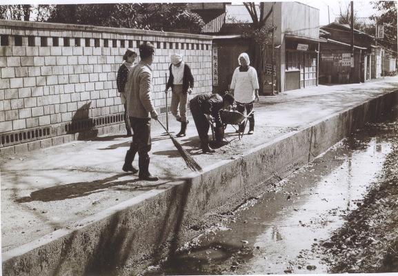 日野用水清掃 ‐ 日野灸点所前 1968
