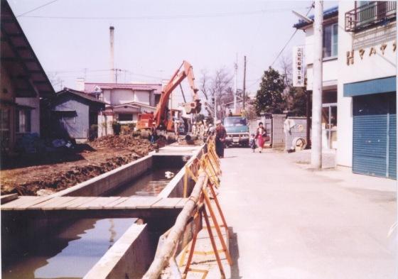 日野用水 1980 ‐ 大昌寺北側 ‐ 下水管埋設工事