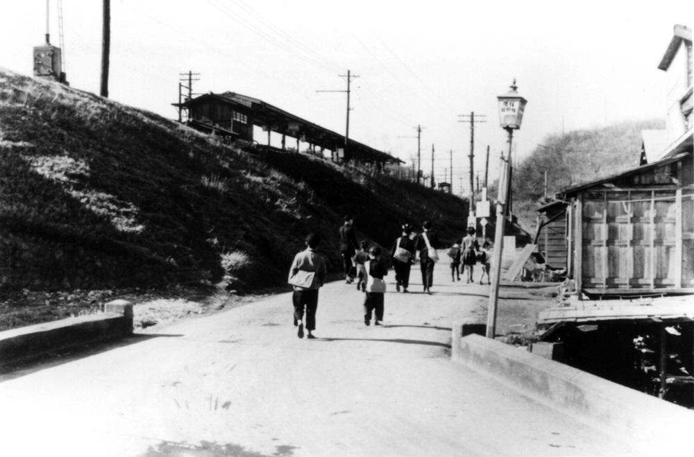 日野駅前北西 1952 - 日野上堰用水付近