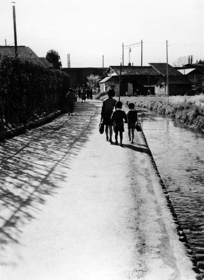 日野駅西側 - 用水路 - 昭和20年代末か