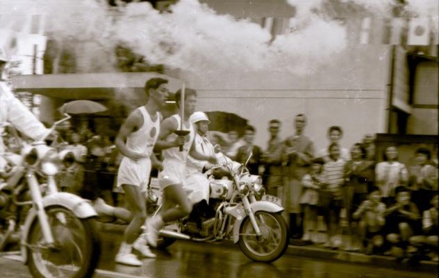 東京オリンピック 聖火リレー 1964(15)日野郵便局前
