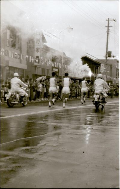 東京オリンピック 聖火リレー 1964(16)日野家具店前