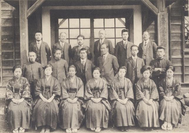 日野尋常高等小学校卒業記念写真 1926(2)職員