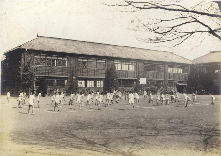 日野尋常高等小学校卒業記念写真 1929(9)球技